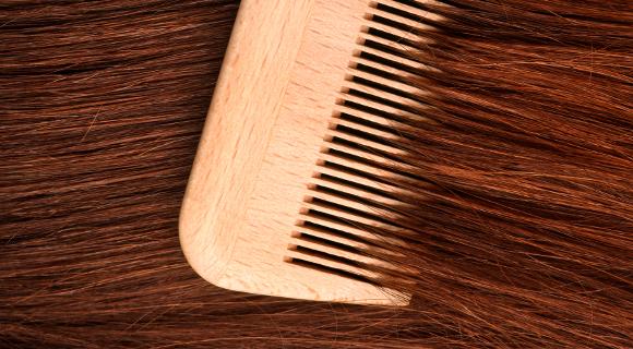 Tombent les cheveux le microorganisme végétal des ongles sur les pieds